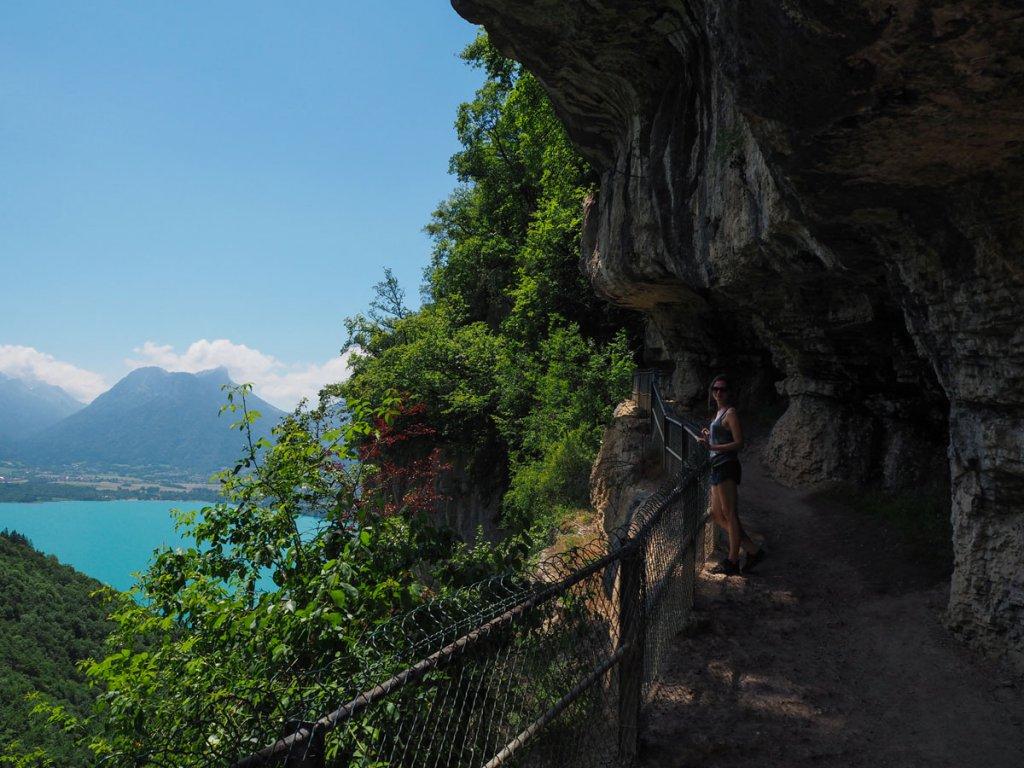 vue sur le lac d'Annecy depuis le sentier - La cascade d'Angon