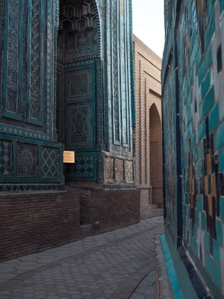 Alley in Chah-E-Zindeh - best things to do in Samarkand