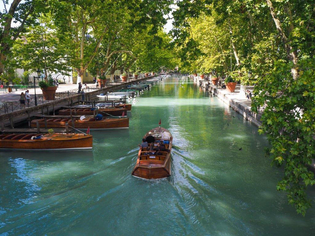 bateau sur le Thiou, Annecy