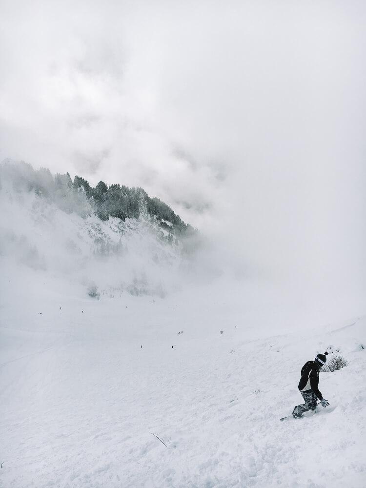 skier à la Clusaz - hors piste