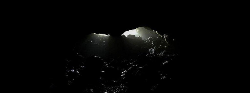 Lumière de sortie de la grotte de Bange