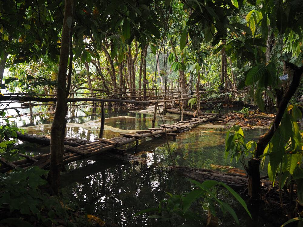pont au sommet des cascades de Kuang Si