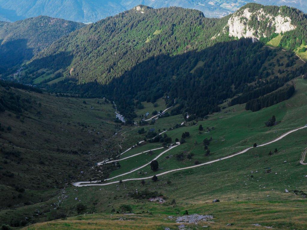 route qui monte jusqu'au chalet de l'Aulp de la Tournette
