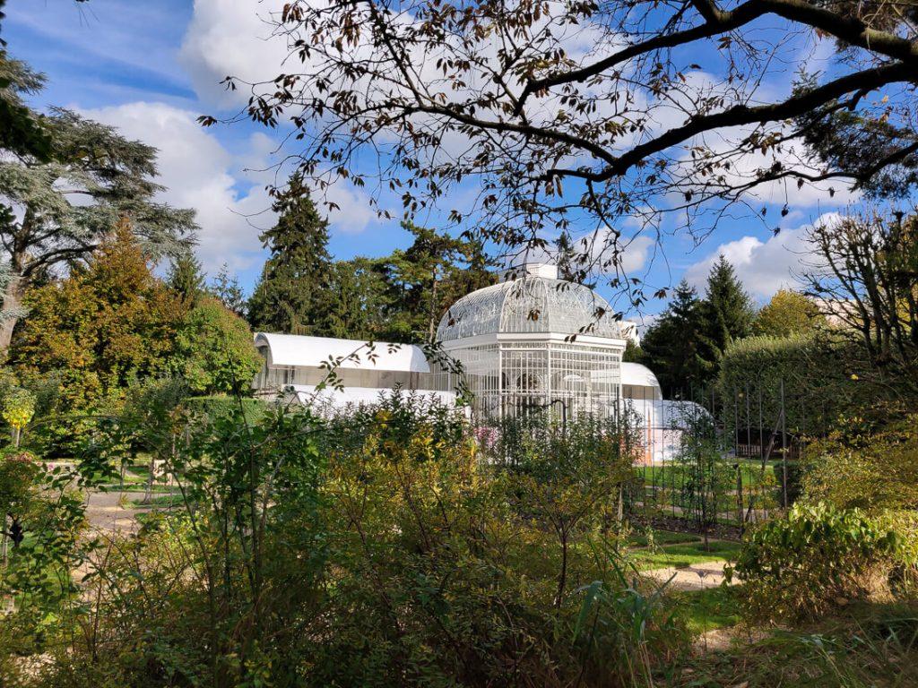 Serre dans les jardins Albert Kahn à l'automne