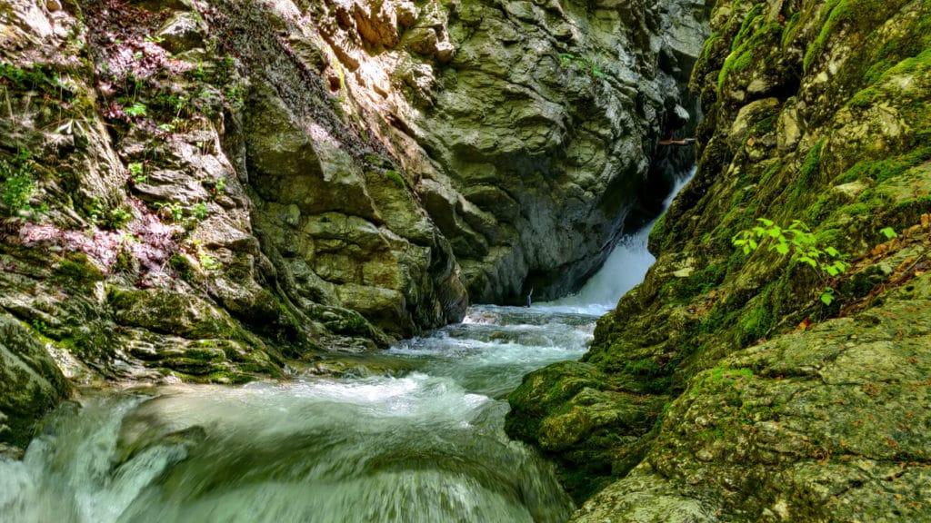 Canyon de la cascade mystérieuse