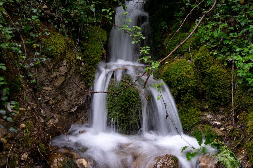 petite cascade près du pont