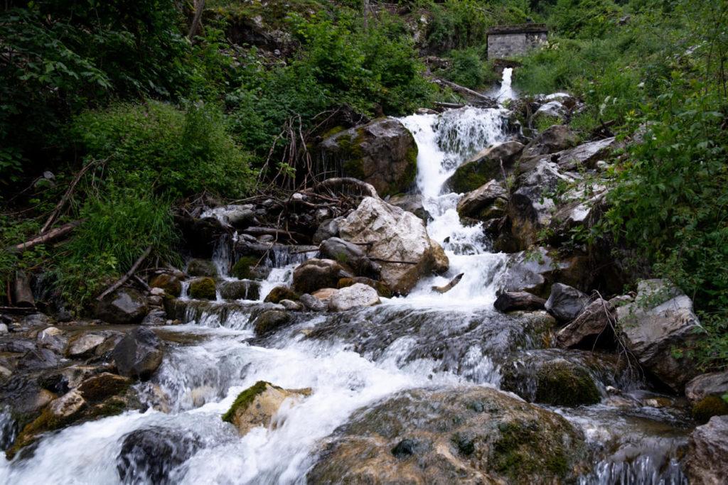 Le haut de la cascade de Fontany