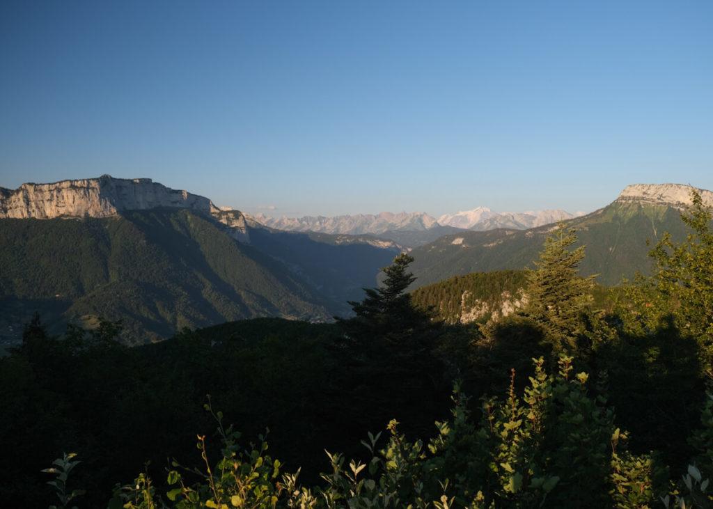 Le Parmelan et le Mont Blanc depuis le Mont Veyrier