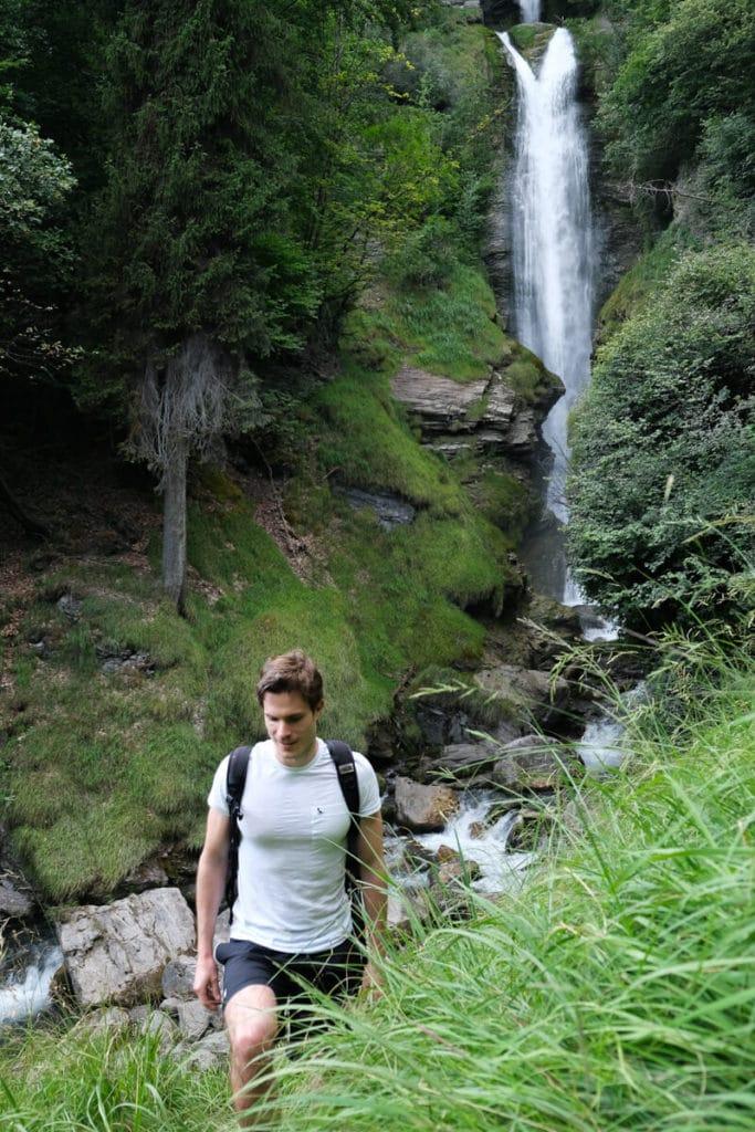 Petit sentier près de la cascade de Chedde