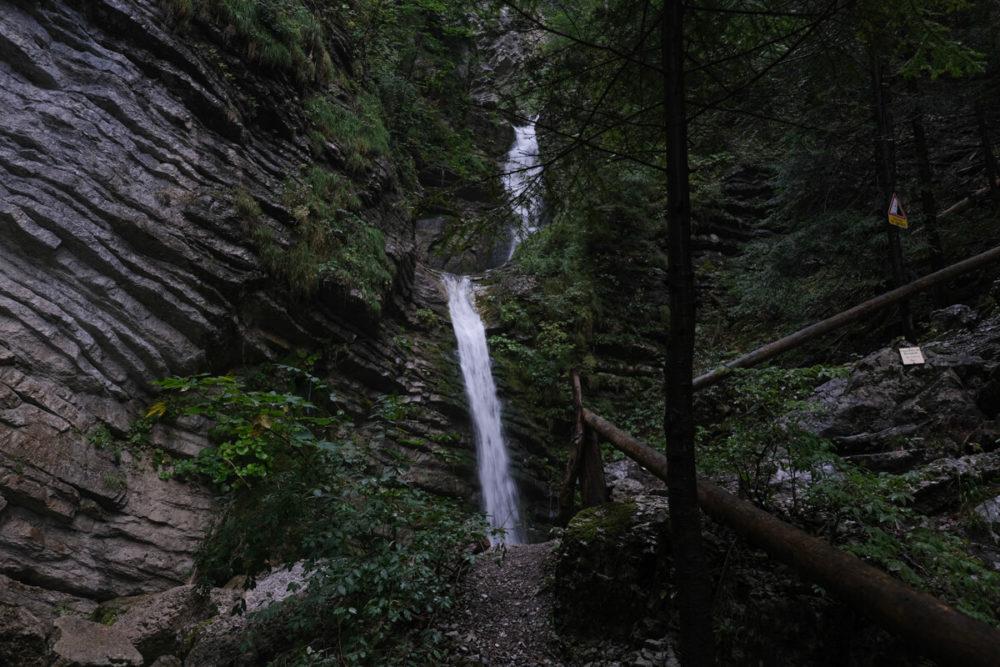 La Cascade de Burgeat à Manigod vue du sentier
