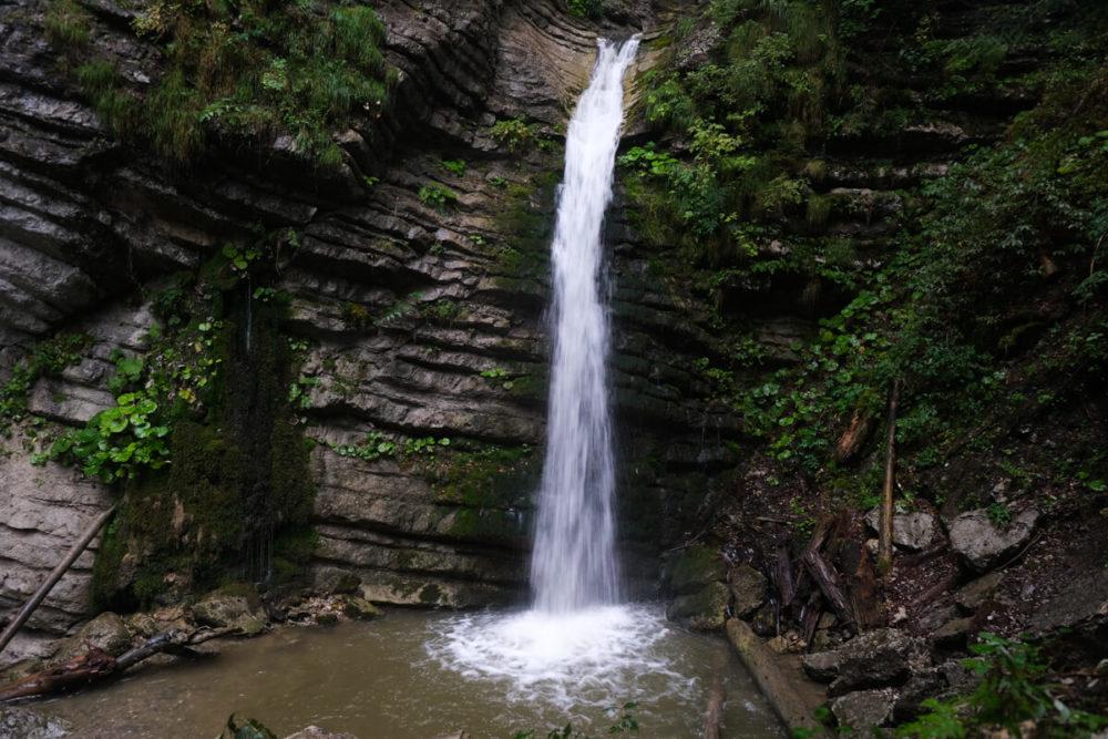 Le bassin de la Cascade de Burgeat à Manigod