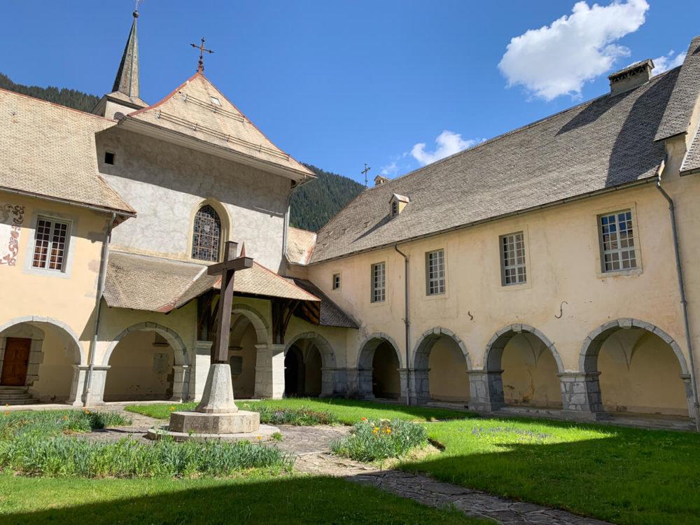 L'interieur de la Chartreuse du Reposoir devenue Carmel