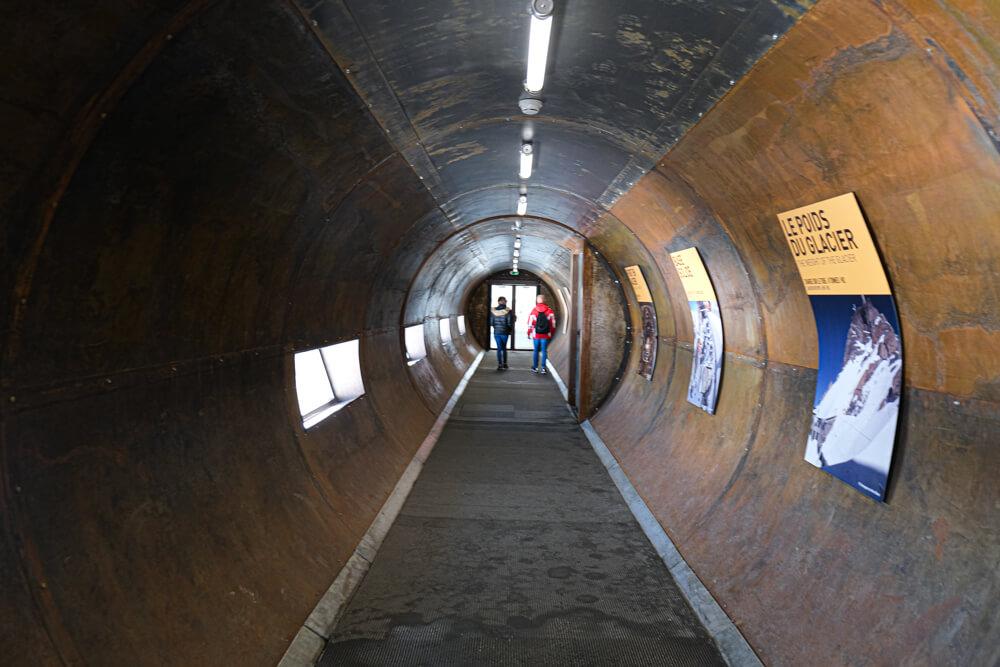 Le tube, une galerie d'acier pour faire le tour - l'Aiguille du Midi