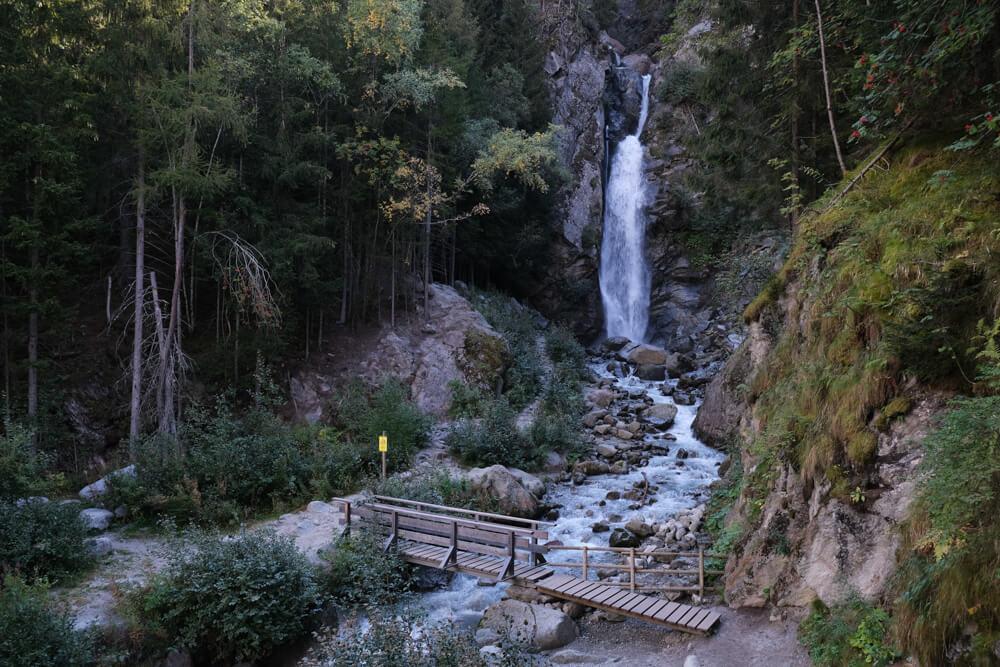 la cascade du Dard de Chamonix depuis la Buvette