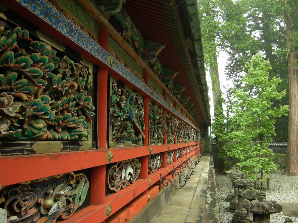 Mur du couloir du sanctuaire Tōshō-gū à Nikko