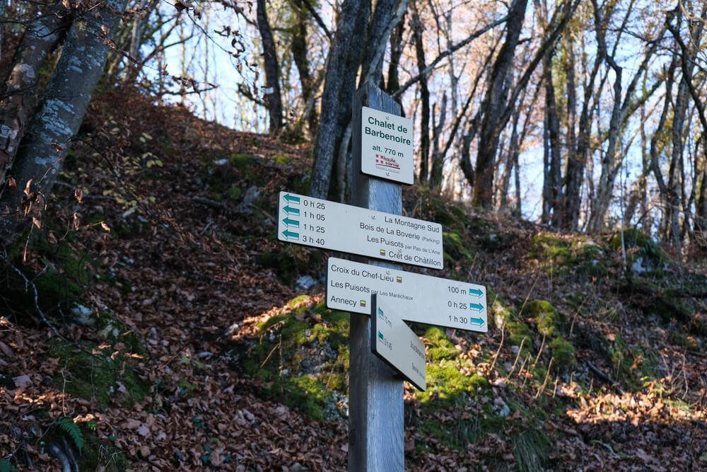 Pancarte, chalet de Barbenoire à 100 m de la croix du Chef-Lieu
