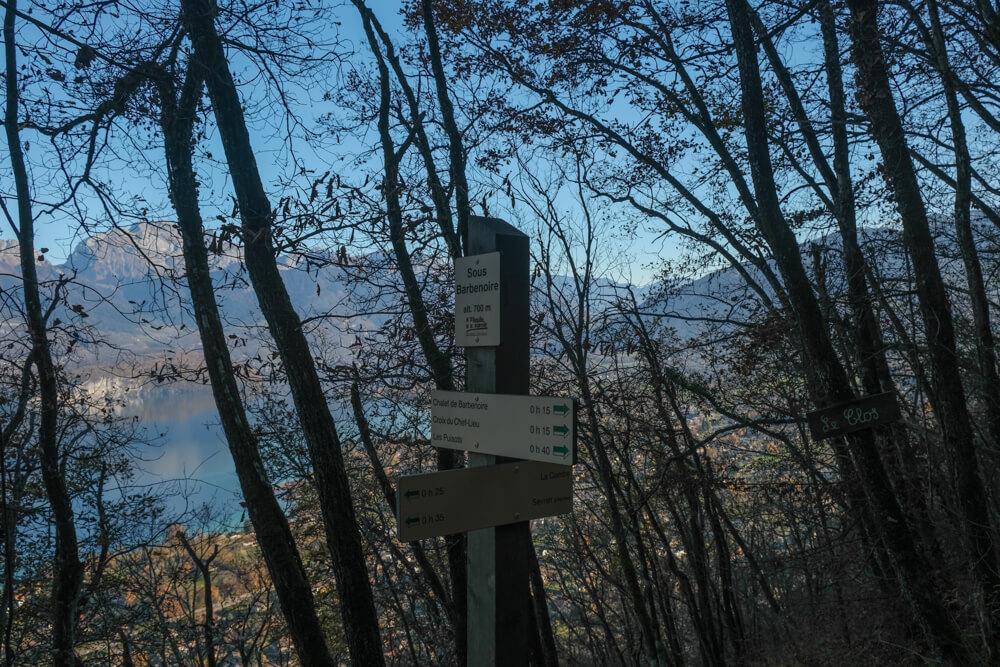 Pancartes avec vue sur le lac d'Annecy - La croix du Chef Lieu de Sevrier