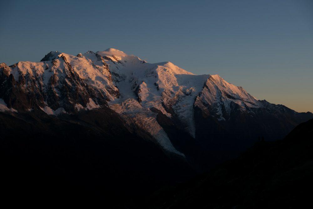 Dormir au Lac Blanc: coucher du soleil sur le Mont Blanc