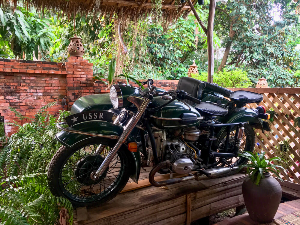 moto en décoration, Utopia, Luang Prabang