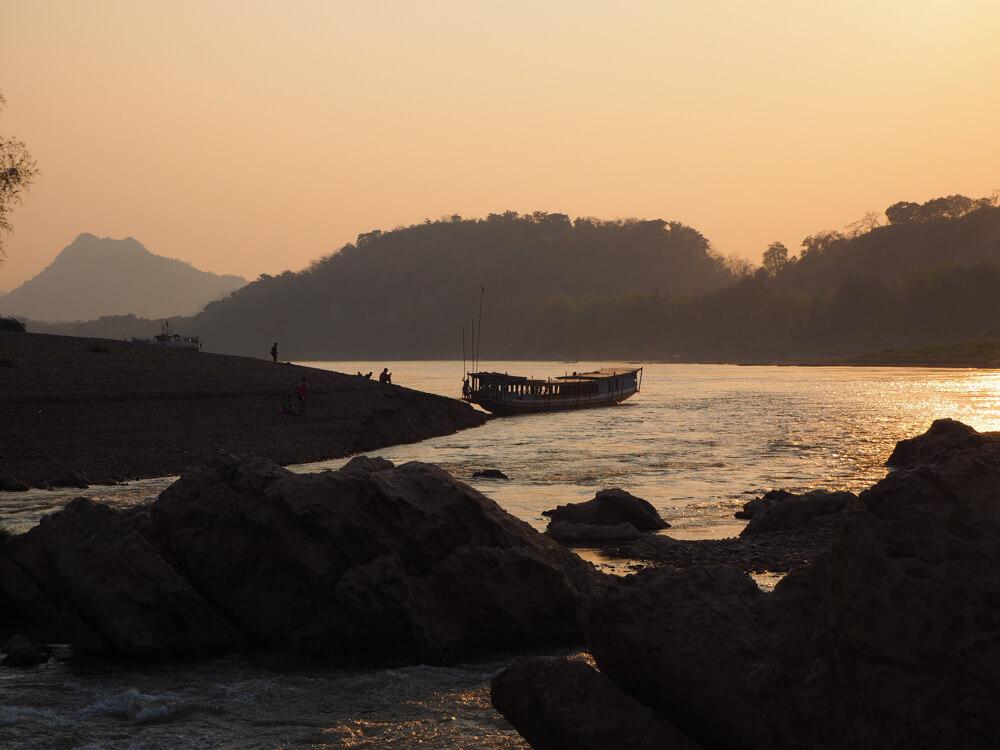 coucher du soleil sur le Mekong - incontournables de Luang Prabang
