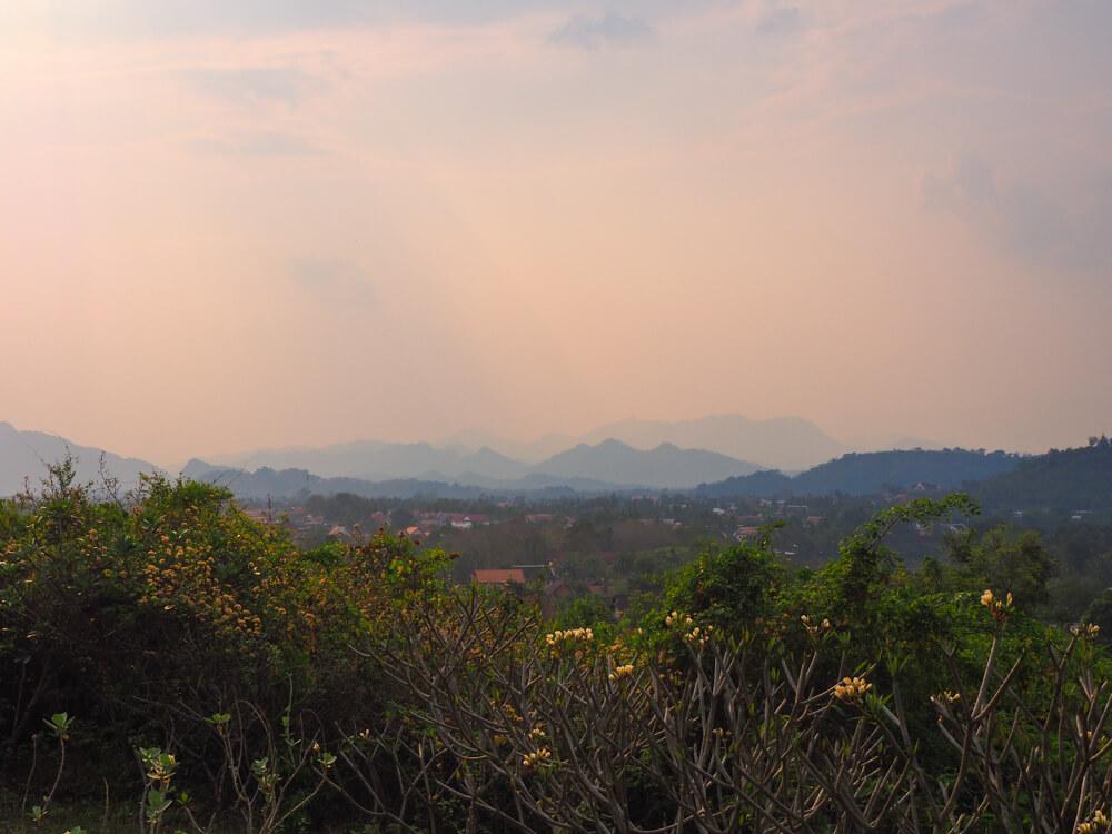 Vue depuis le temple de Phan Phao - couchers du soleil à Luang Prabang