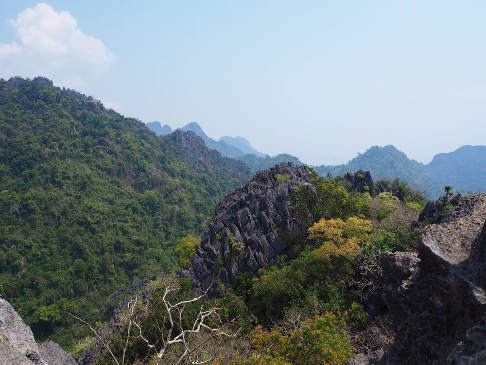 Point de vue au sommet de Pha Ngern. vang Vieng