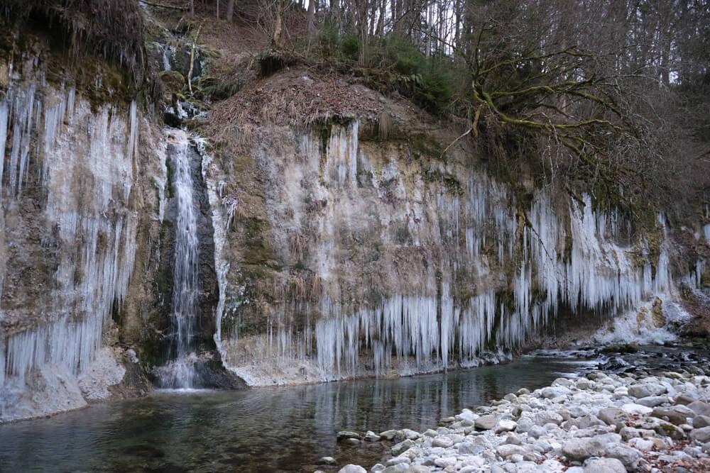 la cascade du Nant d'Aillon en hiver