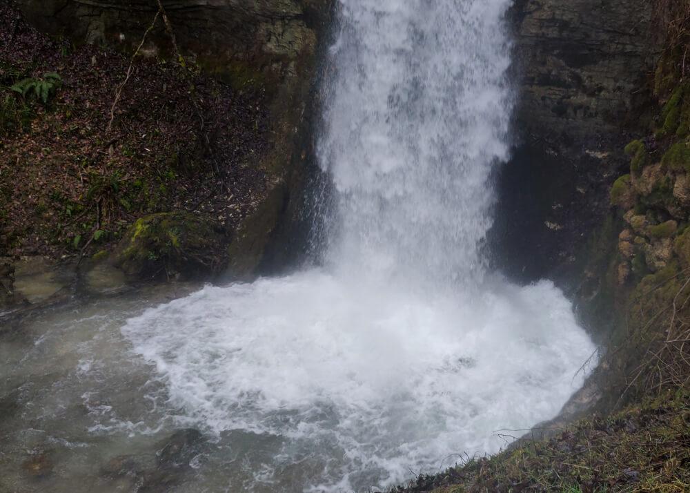 le bassin de la cascade d'Eilloux