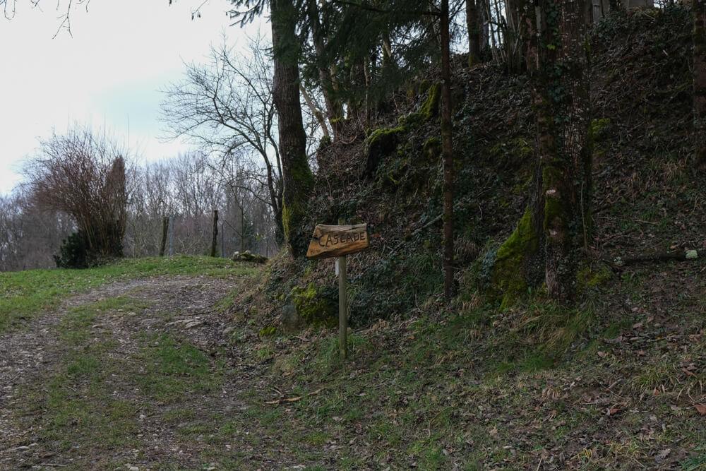 début du sentier menant à la cascade d'Eilloux