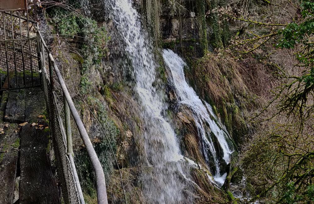 passerelle de la cascade des grottes du Pic