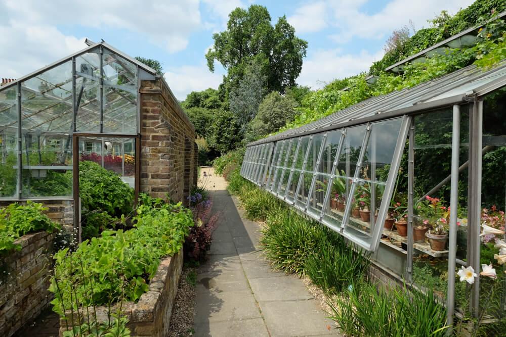 Serres dans les jardins de Capel Manor, Enfield, Londres