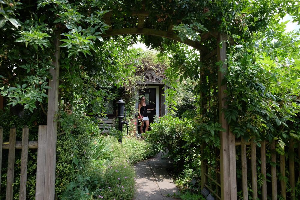 jardin avec façade à Capel Manor