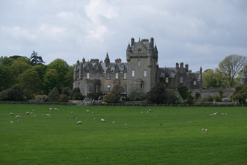 Le château de Lochinch dans les jardins du Castle Kennedy